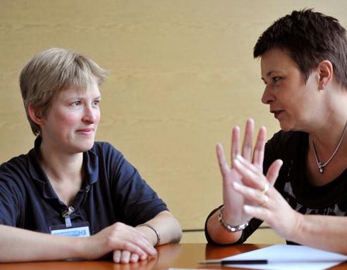 Twee vrouwen in gesprek